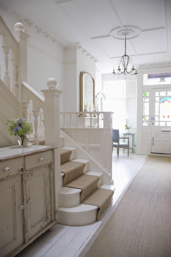 Вход Hall с лестницей стоковое изображение