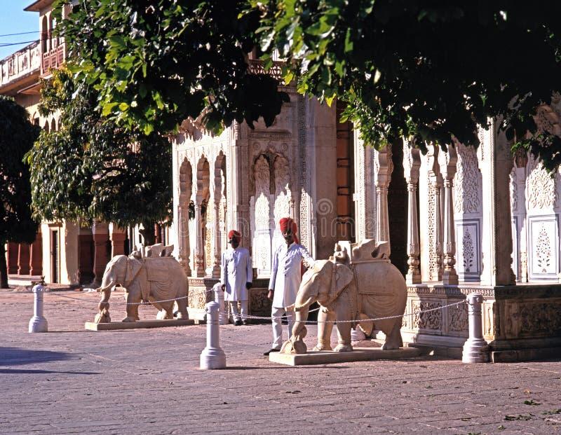Въездные ворота к дворцу города также известному как Chandra Mahal, Джайпур, Индия стоковое фото