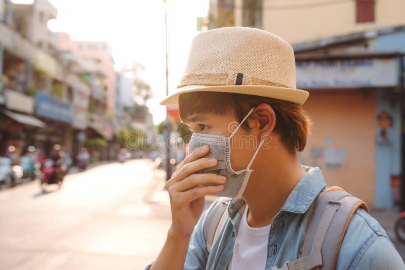 Въетнамские нося лицевые щитки гермошлема должные к ситуации загрязнения в Хошимине стоковая фотография rf