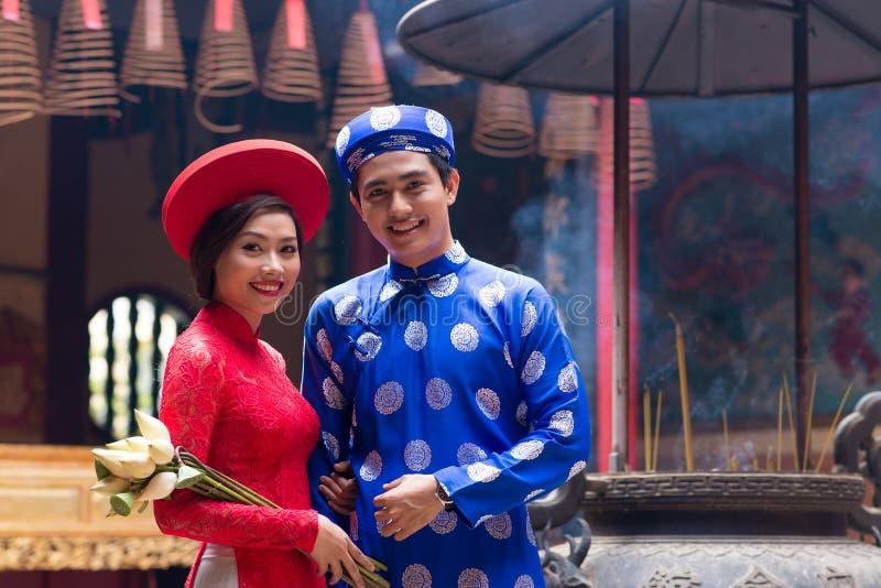 Въетнамский жених и невеста стоковое фото