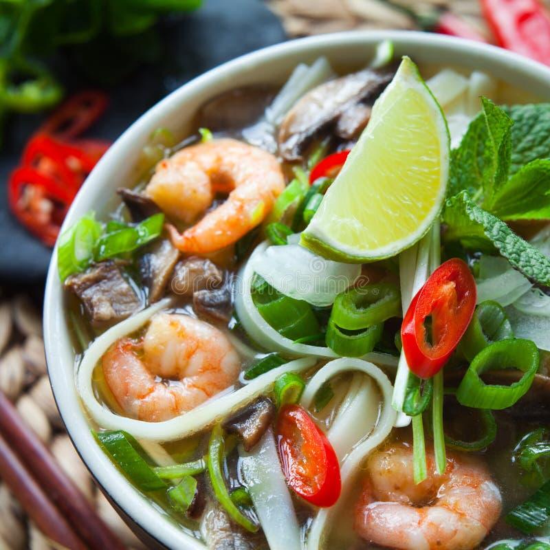 Въетнамский суп креветки креветки Tom pho yum стоковые фотографии rf