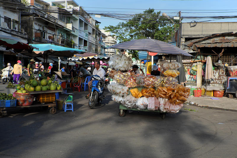 Въетнамский уличный торговец на рынке Cho Lon, стоковая фотография rf
