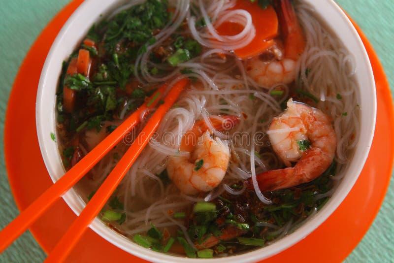 Въетнамское pho супа с креветками и фото продукта моря близким поднимающим вверх стоковые изображения