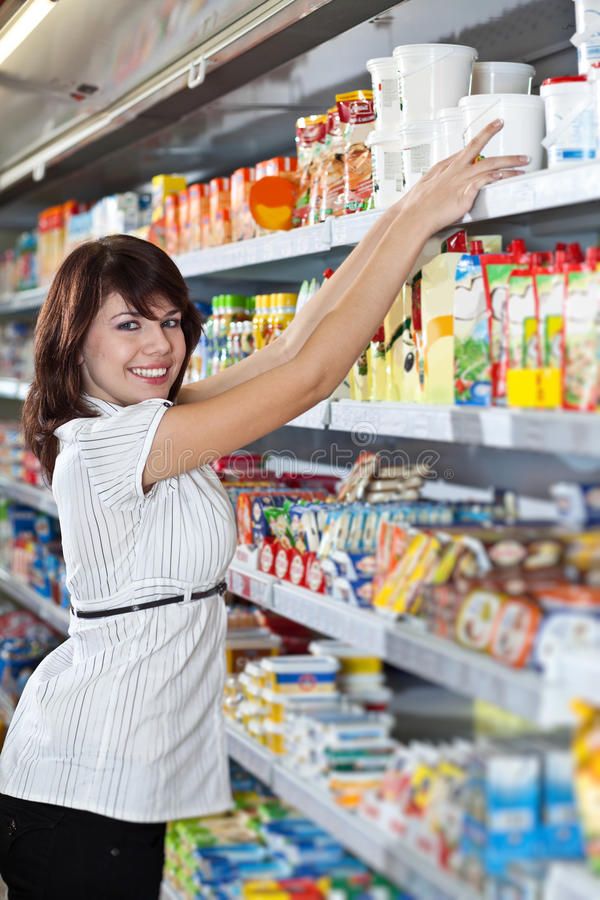 выберите женщину еды стоковое фото