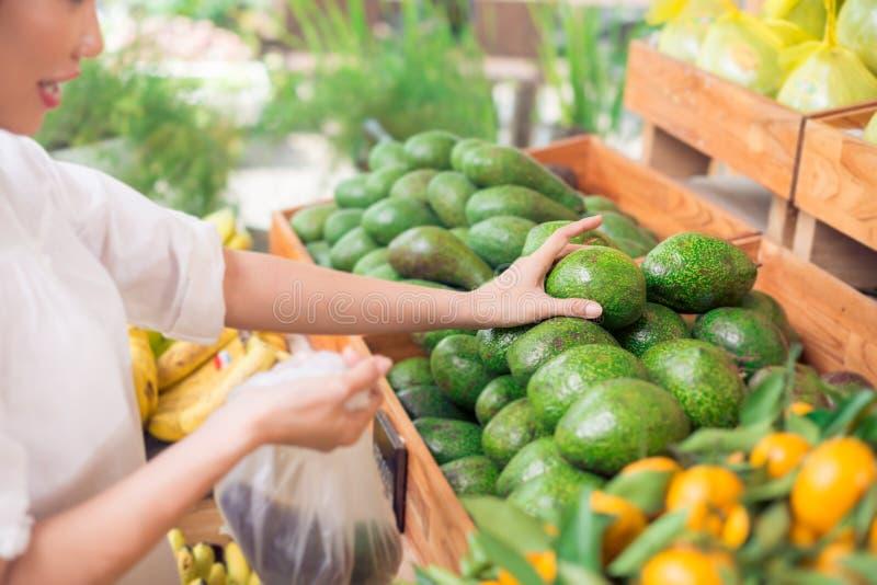 Выбирать вверх авокадоы стоковое фото rf