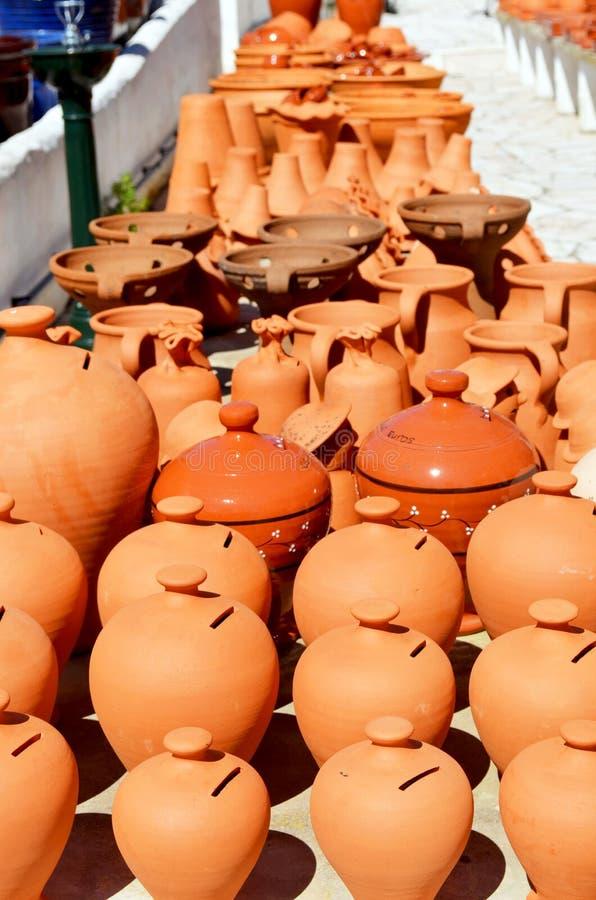 Баки и вазы terracotta Алгарве для сбывания стоковое фото
