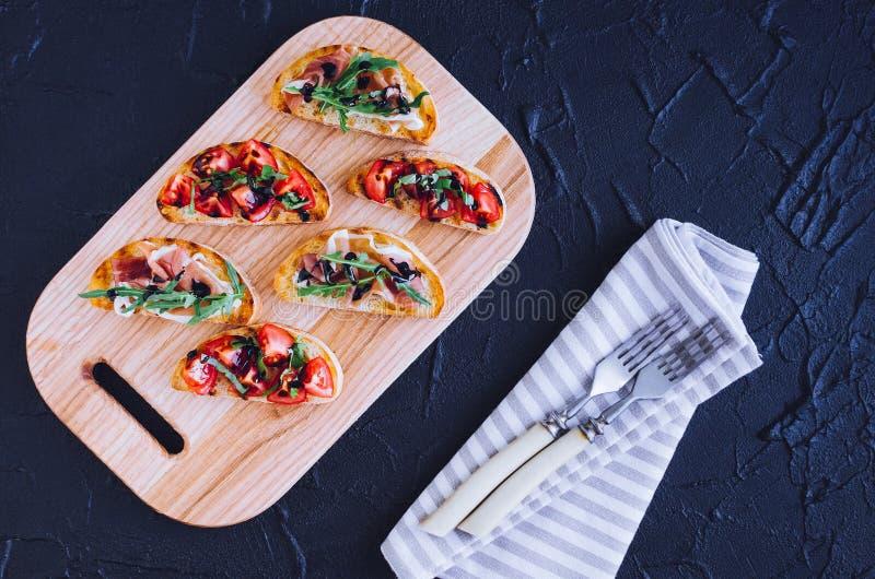 Выбор вкусного bruschetta стоковое фото