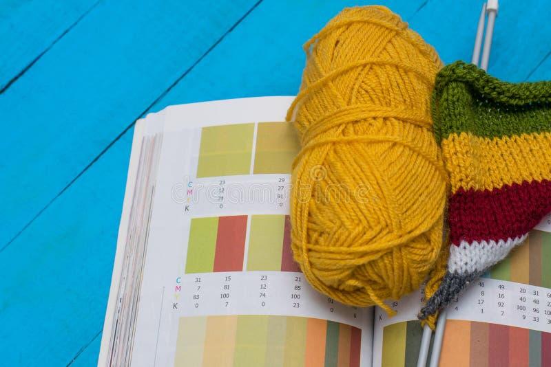 Выбор вязать и цвета стоковая фотография rf