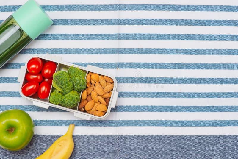Выбор здоровой еды для сердца, концепции жизни стоковое изображение rf
