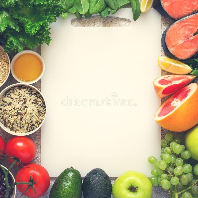 Выбор здоровой еды для сердца, диеты, вытрезвителя Рыбы, хлопья, стоковое изображение rf