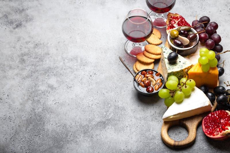 Выбор сыра и закусок стоковая фотография rf