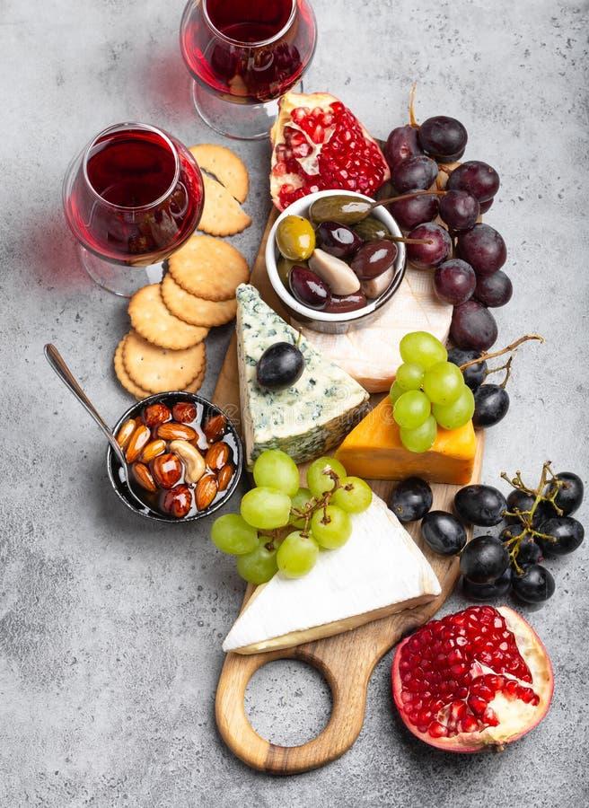 Выбор сыра и закусок стоковое изображение rf