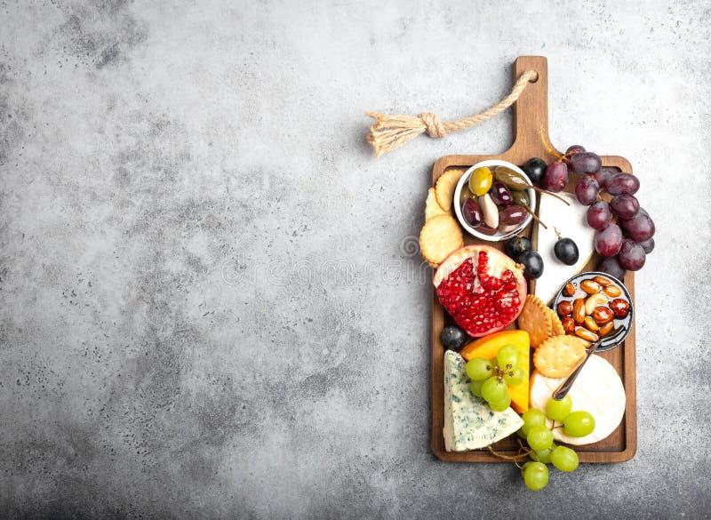 Выбор сыра и закусок стоковые изображения rf