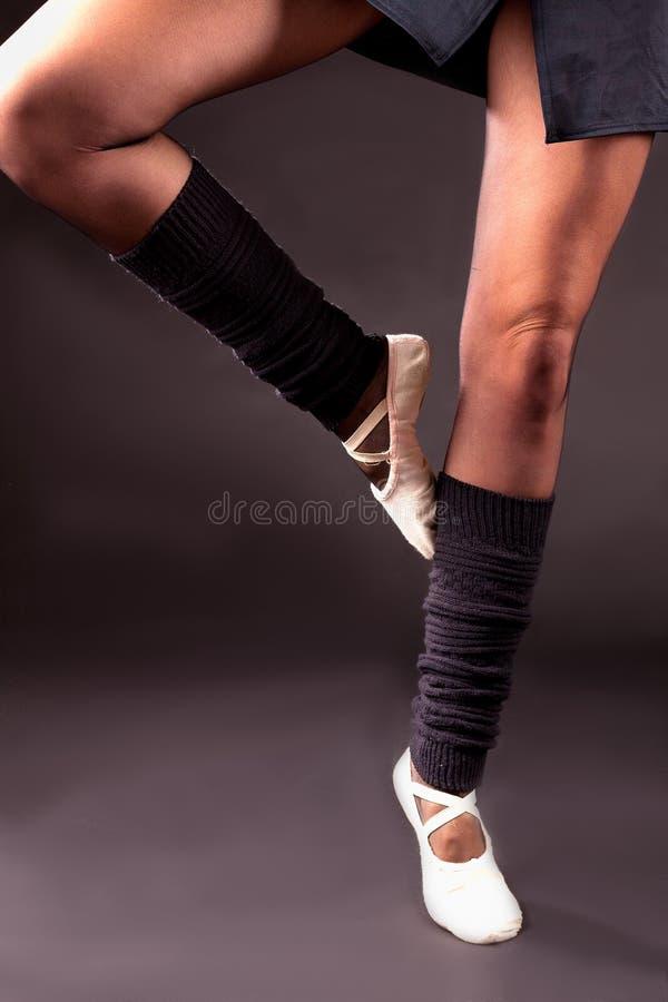 Download Выбудьте балерину ног положения Стоковое Фото - изображение насчитывающей девушка, ботинки: 40583512