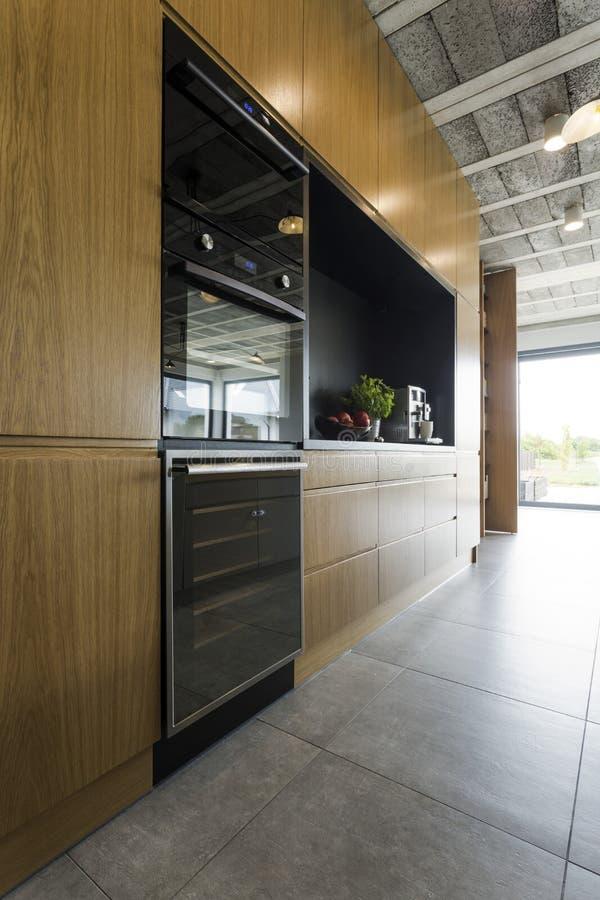 Вывесите промышленное оформление кухни в стиле большого города стоковое фото rf