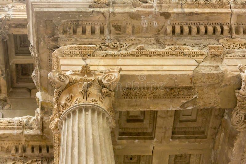 Вывесите тележку отслеживая timelapse древнего храма памятника Poseidon в накидке Sounio Афин, Греции излишне стоковая фотография rf