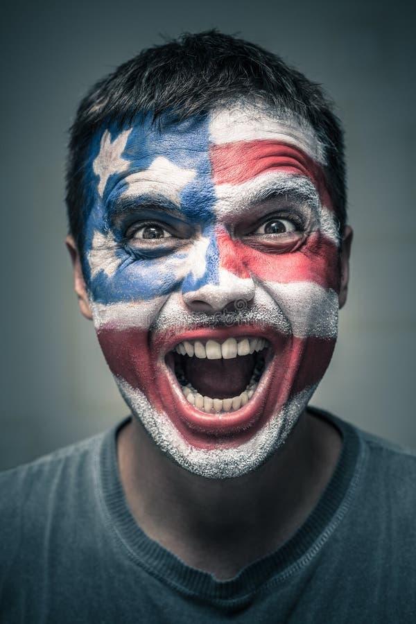 Выведенный человек при флаг США покрашенный на стороне стоковые изображения