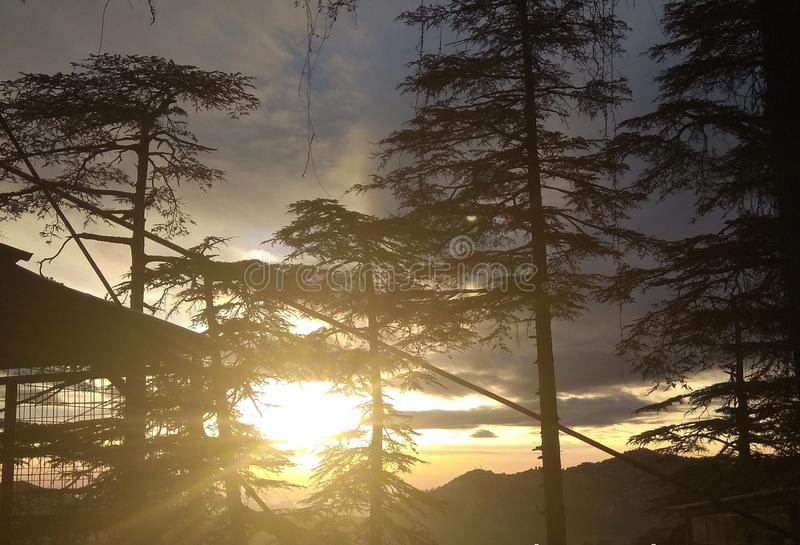 Выгонка красивых лучей солнца стоковое изображение rf