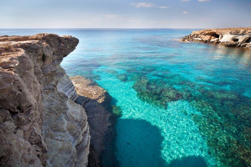 выдалбливает море Кипра стоковая фотография rf