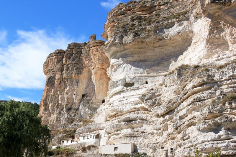 Выдалбливайте дома около Alcala del Jucar, Испании стоковая фотография rf