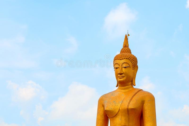 Выдающее статуи Будды большие и элегантный стоковые фотографии rf