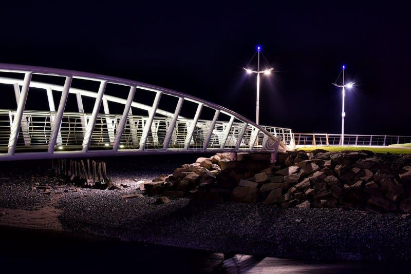 Выдающее scape города на nighttime стоковое фото rf