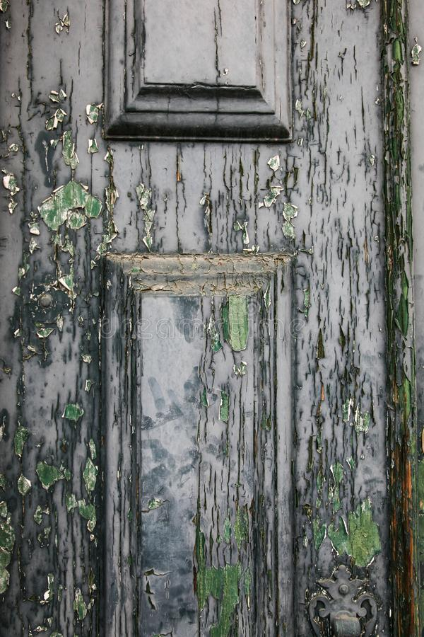 Выдержанная дверь grunge для пользы предпосылки стоковые изображения rf