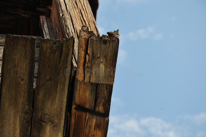 Выдержанные деревянные планки на старом здании стоковая фотография