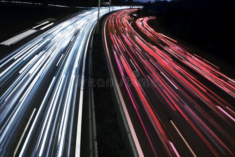 выдержка автомобиля освещает движение долгого времени стоковые изображения rf