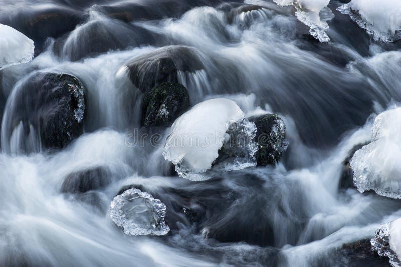 Выдержка Ong течь вода стоковые изображения