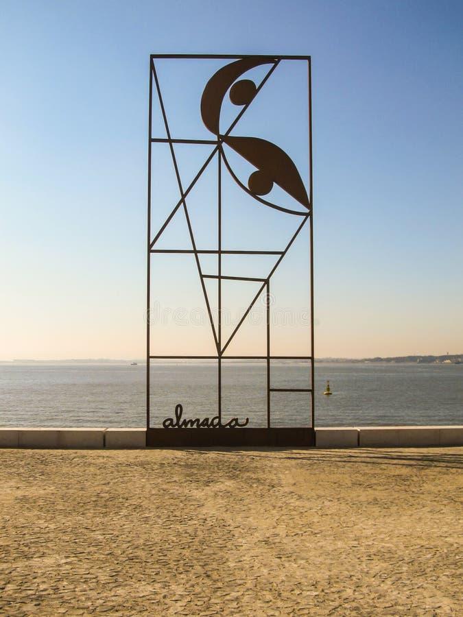 Вызванное художественным произведением ` Reminiscencia ` на Terreiro делает квадрат коммерции Paco в Лиссабоне стоковая фотография rf