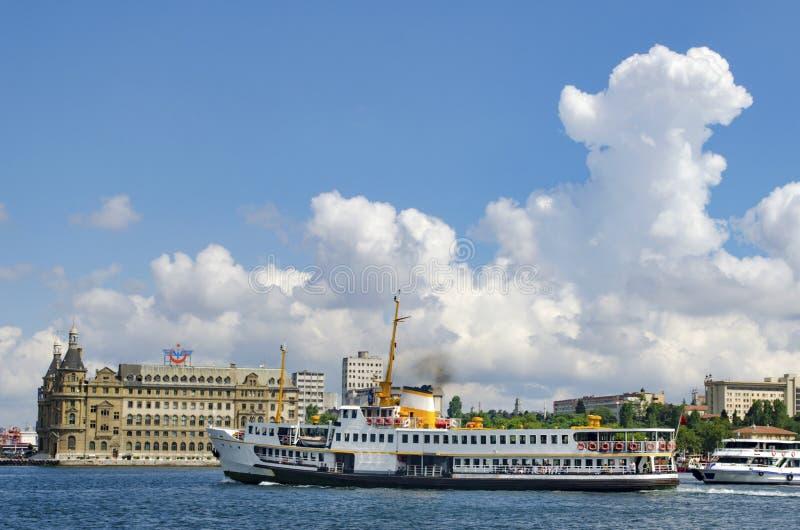 Вызванное vapur в Turkish, паромах Стамбула Историческое Haydarpasa t стоковая фотография