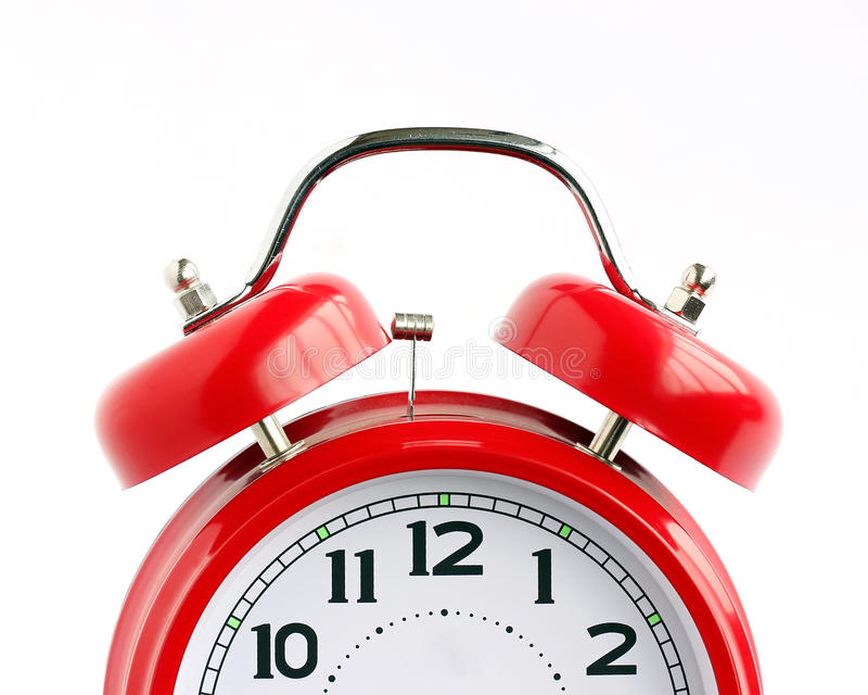 Вызовите красный ретро будильник & x28; не isolate& x29; стоковые изображения