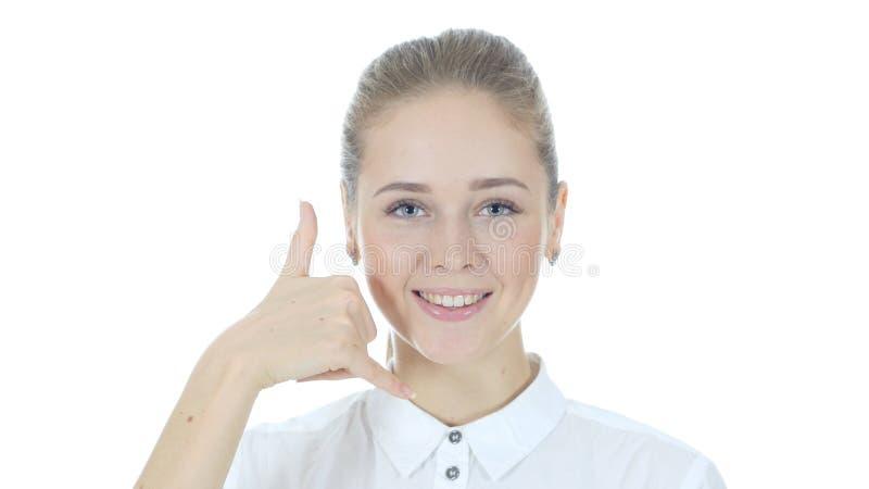Вызовите меня жестом женщиной, соедините меня, горячую линию, белую предпосылку стоковое фото rf