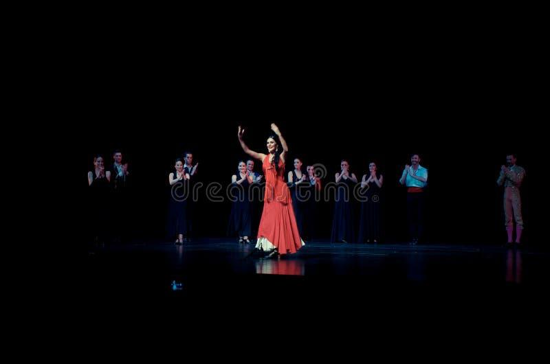 Вызов актеров на сцену carmen оперы стоковые фото