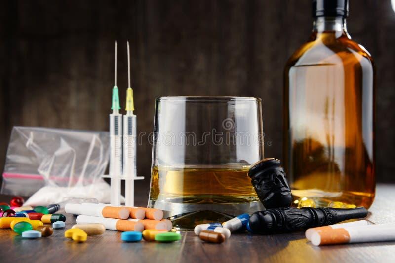 вызывающие привыкание вещества, включая спирт, сигареты и лекарства стоковое изображение rf