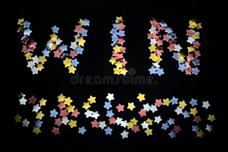 Выигрыш слова Thw в красном белом желтом цвете и голубых звездах сахара, для дела, тренируя, вентиляторах спорт, успехе, выигрыва стоковая фотография