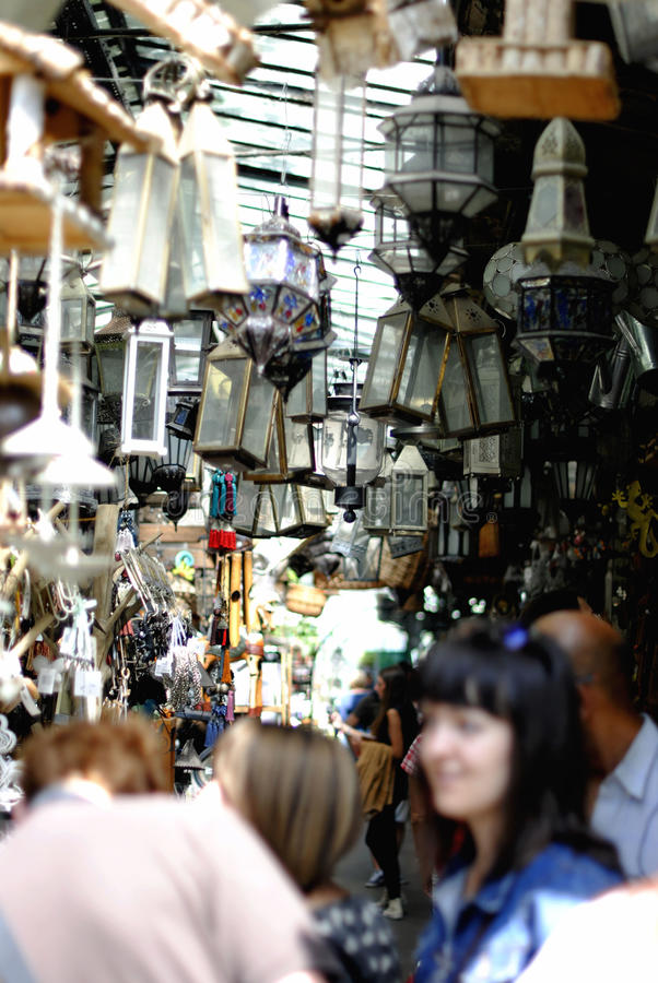Выйдите много старые лампы вышед на рынок на рынок стоковые фотографии rf