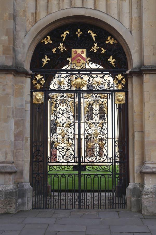 Выкованные ворота всех Святых коллежа, Оксфорда, Великобритании стоковое фото
