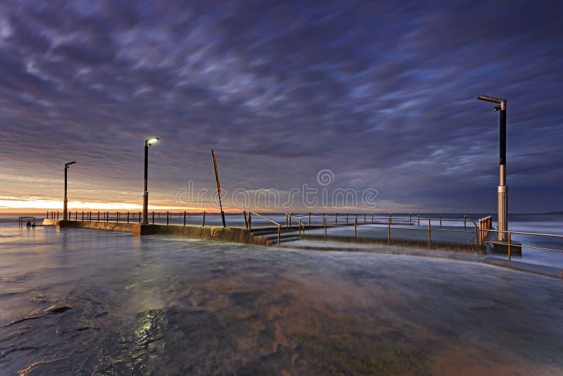 Выключение стороны бассейна Вейл Mona моря стоковое фото