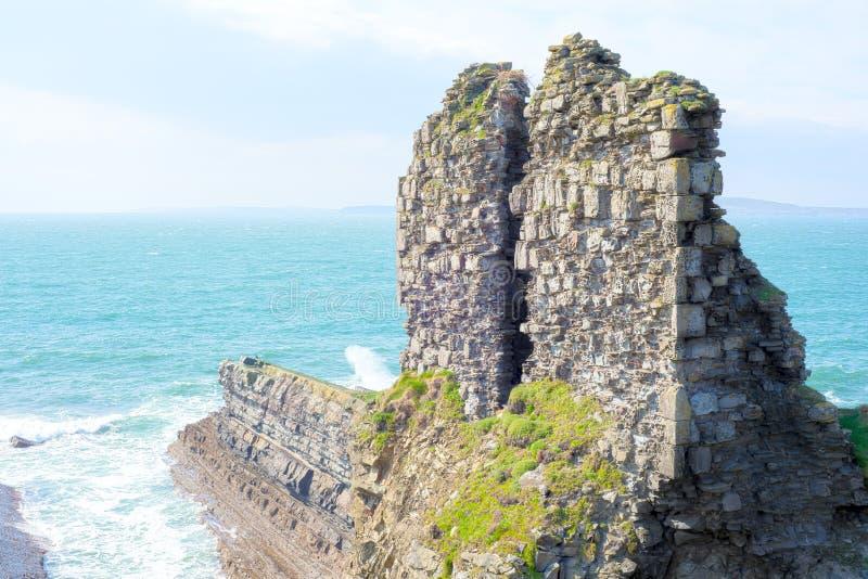 Вылижите руины замка стоковые изображения rf