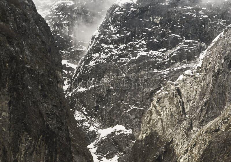 Вымачивайте ледниково отполированные скалы на руке Трейси, юго-восточной Аляске стоковое изображение rf