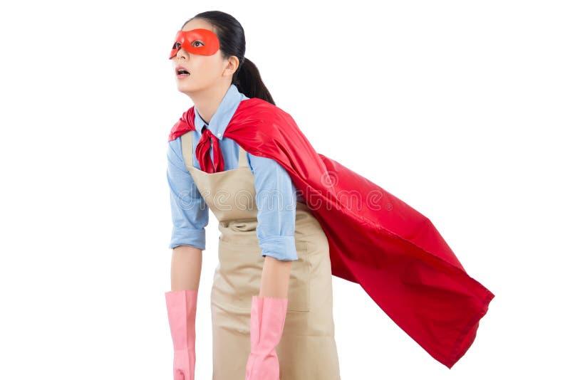 Вымотанное чувство домохозяйки супергероя женщины стоковая фотография