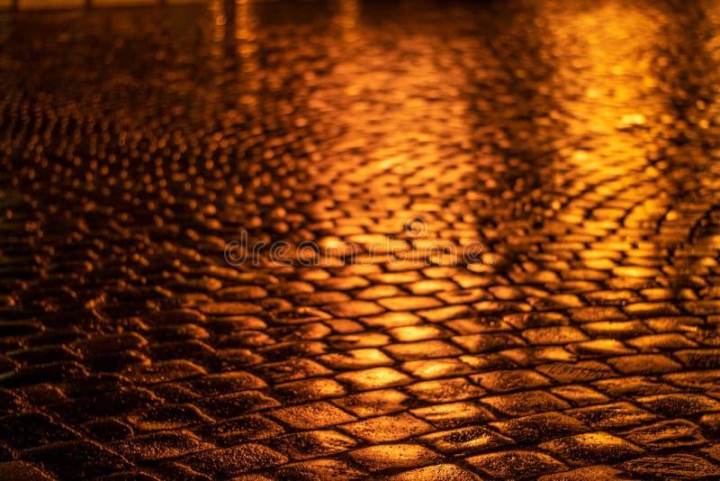 Вымощая каменная винтажная крышка дороги Выравнивать дорогу в историческом месте стоковое изображение