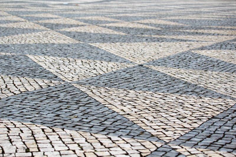 Вымощенная дорога в Лиссабоне, Португалии стоковая фотография rf