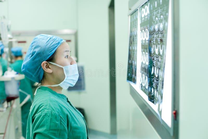 Вынянчите замечание данных по изображения x пациентов стоковые фотографии rf