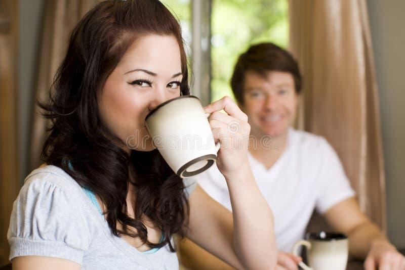 выпивать кофе стоковое изображение