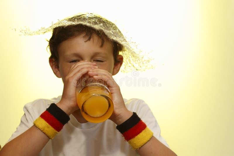 Download выпивать мальчика стоковое изображение. изображение насчитывающей ребенок - 41659119