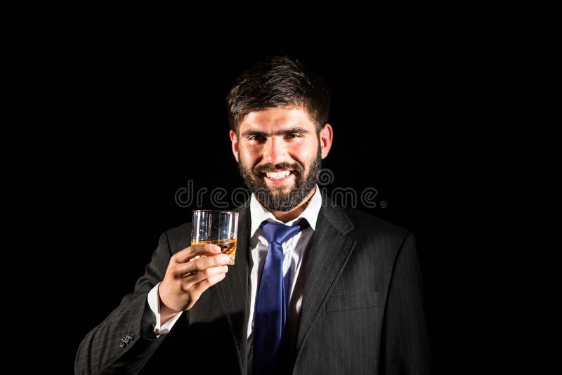 выпивая виски стоковое изображение