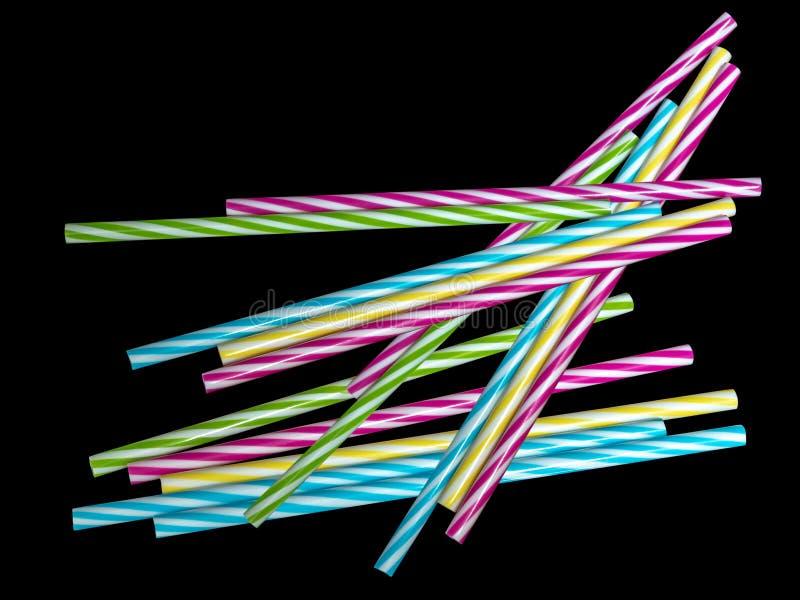 Выпивая bunt шеи---куча красочных striped пластиковых выпивая солом, солом, предпосылки стоковые фото